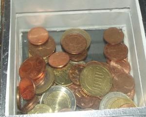 Spardose mit Straßengeld