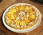 Apfeltarte mit Mirabellenkonfitüre und gerösteten Mandeln