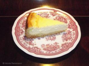 Ein Stück Käsekuchen zum Kaffee!