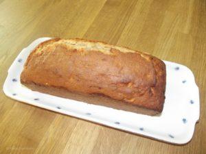 Das Bananenbrot wird in einer Kastenform gebacken.