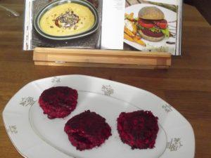 """Rote Beete Bratlinge nach einem Rezept von Patrick Bolk aus seinem Buch """"»So geht vegan!«"""