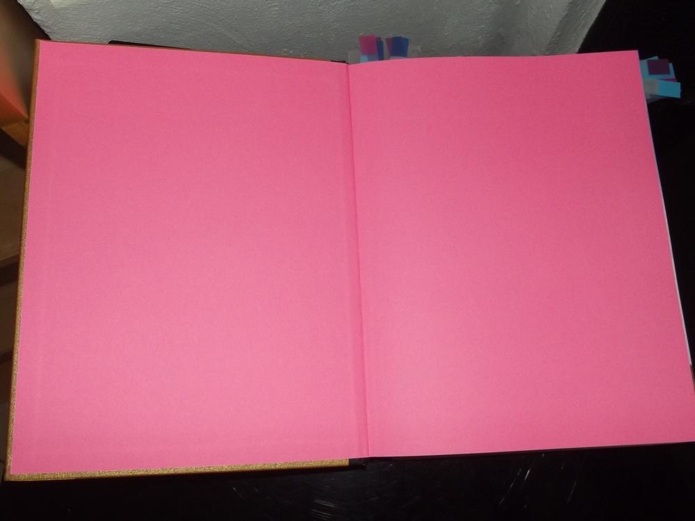 Die Heimat ist ein pinkrosafarbenes Bonbon, eingeschlagen in goldenem Papier.