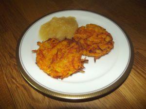 Kürbis-Kartoffel Rösti mit Apfelmus