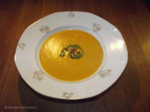 Kürbissuppe mit Birne und Curry