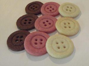 (Fast) Schwarz-Rot-Gold - geht immer. Die Kekse sind mit Kakao und Rote Beete gefärbt.