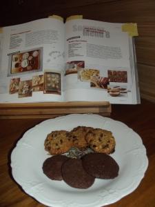 Zweierlei Cookies - die schmecken auch zum Kaffee.