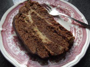 Aus dem missglückten Cake wurde ein Schichtkuchen... klein, aber verdammt mächtig.