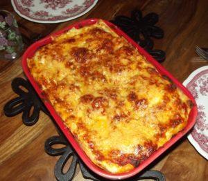 Spinat-Lasagne mit Bechamelsauce und vegetarischer Bolognese (mit geräuchertem Tofu)
