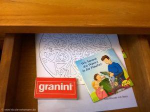 Schublade mit Malutensilien für Kinder