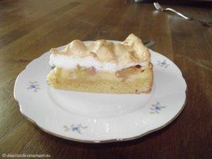 Rhabarberkuchen mit Vanillecreme und Baiserhaube