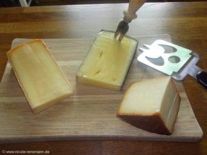 (v.l.) Felsenkellerkäse, Rotweinkäse, Rauchkäse - hier fällt auf, dass der Käse viel zu warm geworden ist.