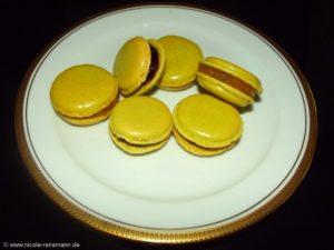 Matcha-Macarons mit Apfel-Aprikosen- und Brombeer Ganache