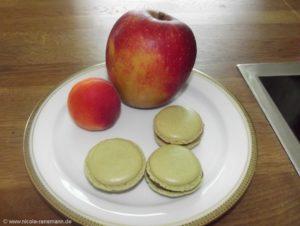 Matcha-Macarons mit Apfel-Aprikosen Ganache