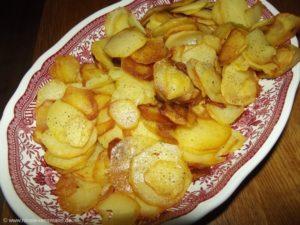 Bratkartoffeln nach Kolja Kleeberg - lecker und knusprig (und nicht so fettig, wie sie auf dem Foto aussehen.)