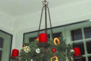 Adventskranz - und siehe die erste Kerze brennt