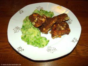 Curry-Lachsnuggets mit Erbsen-Kartoffel-Stampf