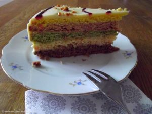 Regenbogenkuchen - gefärbt mit natürlichen Farben, lecker.