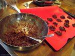 Knusper-Pralinen mit dunkler Schokolade und Zimt...