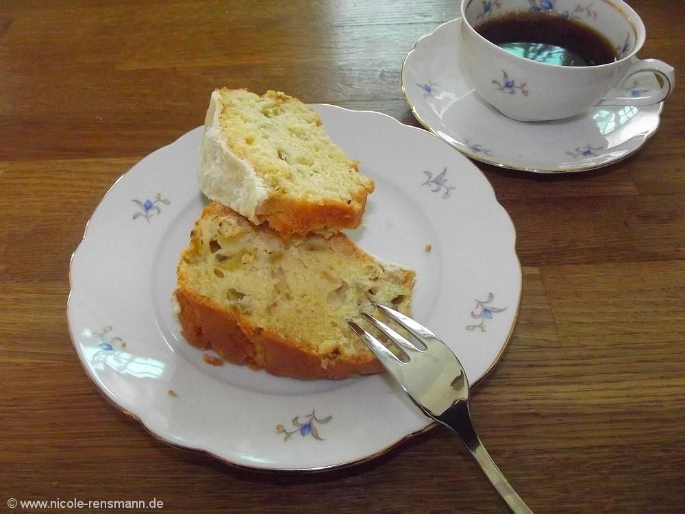 Rhabarberkuchen und Kaffee