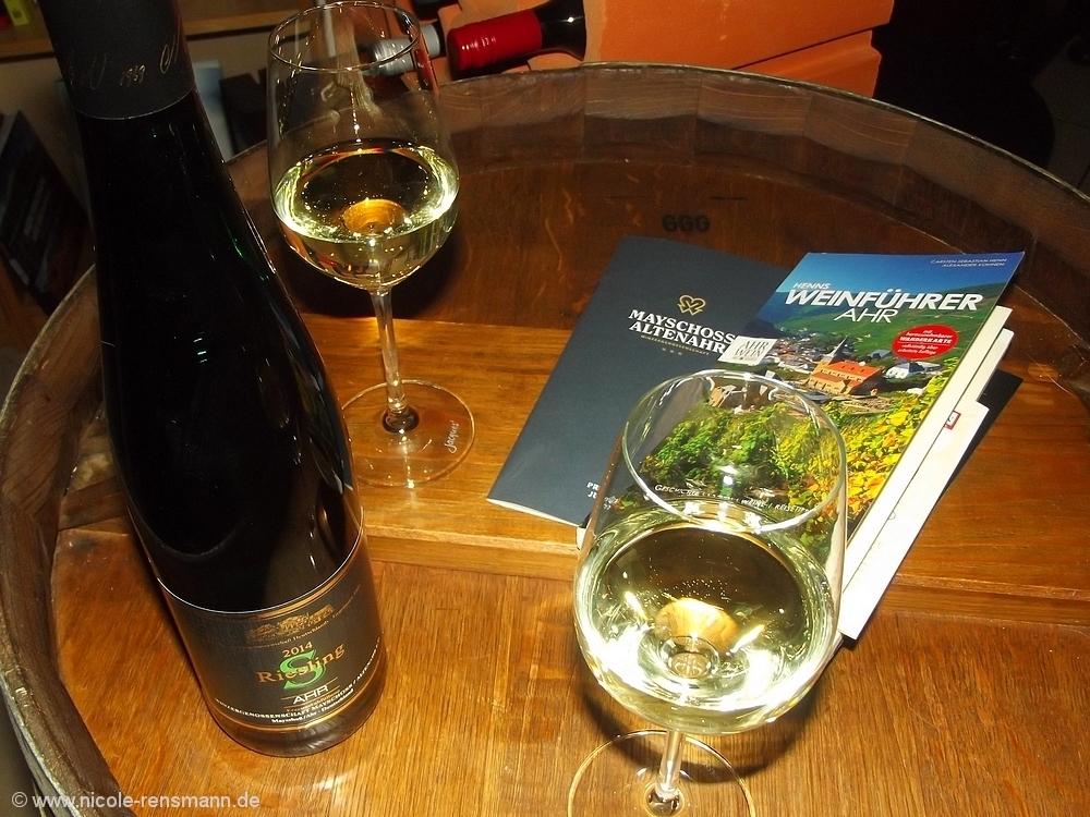 Henns Weinführer Ahr und ein Ahr S Riesling der Winzergenossenschaft Mayschoss Altenahr