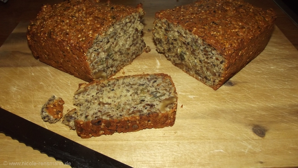 Low Carb Brot - die Kürbiskerne nicht zerhackt.