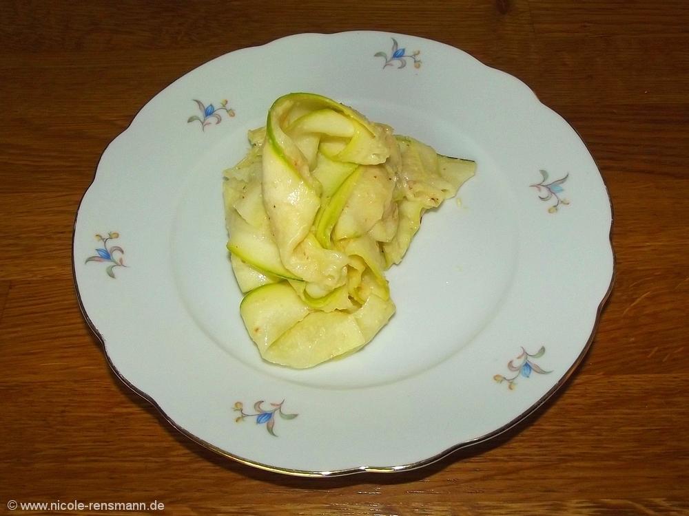 Die Anordnung des Zucchinsalats wirkt ein wenig wirr - schmeckte aber gut.