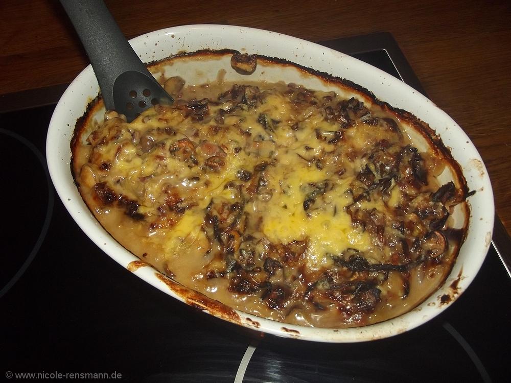 Ofen-Schnitzel mit Zwiebel-Champion-Speck-Sauce