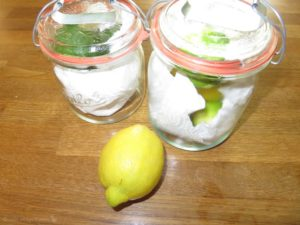 Zitronen im Glas