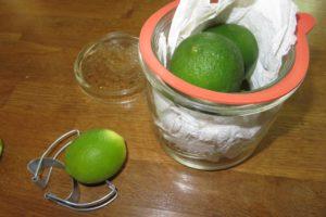 Limetten im Glas