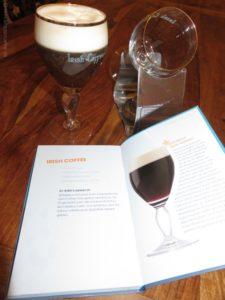 Irish Coffee - unser Weihnachtsgetränk, auch im Buch zu finden.