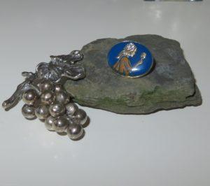 WSET Nadel auf Ahr-Schiefer mit Silbertrauben